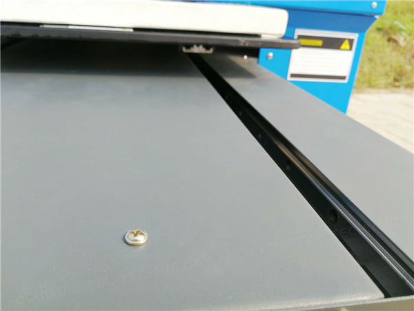 4.Thicken aluminium profile made as the keel of plastic card printer to ensure the machine stable working.